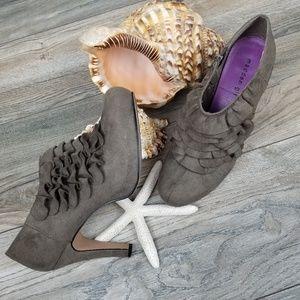 Madden Girl Raleigh bootie heels faux suede 10